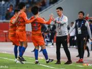 中超首支晉級隊!山東2-1慶南,蒿俊閔任意球扳平費萊尼絕殺