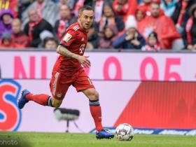 为拜仁慕尼黑出场266次,拉菲尼亚追平埃尔伯纪录