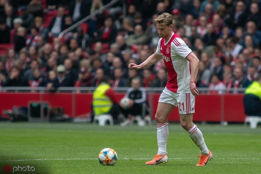 官方:弗朗基-德容当选2018-19赛季荷甲最佳球员
