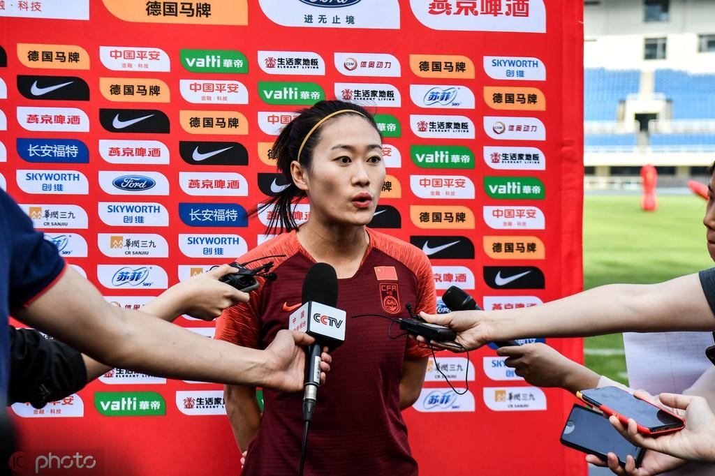 吴海燕:王霜归队后练得很苦,VAR会让世界杯更有意思
