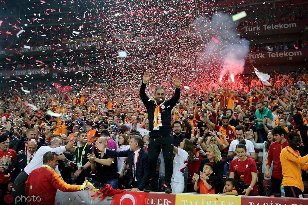 击败争冠对手伊斯坦布尔,加拉塔萨雷卫冕土超冠军