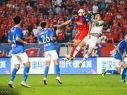 重庆0-0河南,卡尔德克倒地引争议,冯卓毅进球被吹