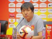 谢峰:球队目前压力比较大,训练主要以鼓励减压为主