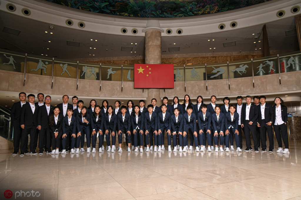 图集:女足姑娘集结前往法国,出征世界杯众将信心满满
