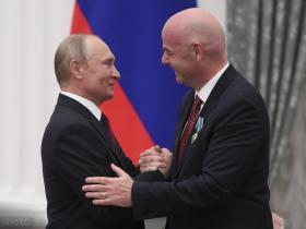 成功举办世界杯,俄罗斯总统普京向因凡蒂诺颁发奖章