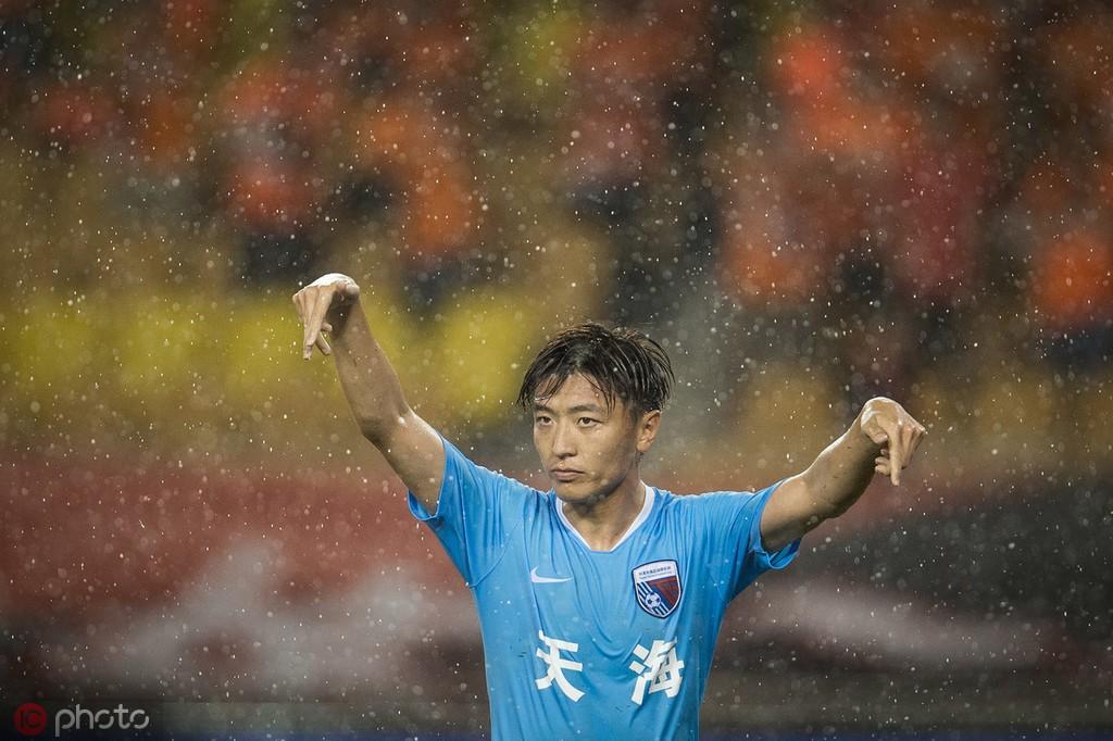 杨旭:大雨对我们的技术型球员有限制,走出困境需要一口气