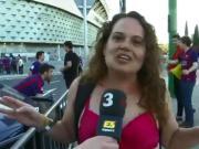 警方禁止加泰独立T恤,巴萨女球迷只能穿Bra观看国王杯决赛