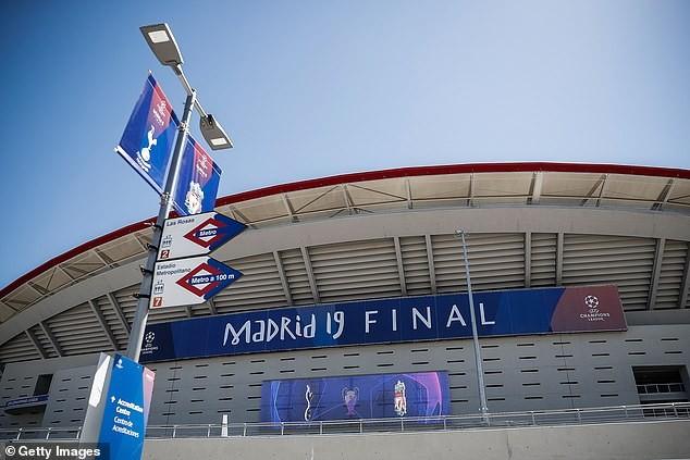 在万达大都会球场门口售卖欧冠假票,三名意大利人被抓获