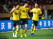 广州日报:恒大年轻进攻组爆发持续威力,青年军也能打天下