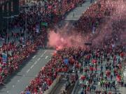 图集:全城欢庆!近50万人涌入街头庆祝利物浦问