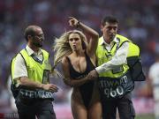 太陽報專訪歐冠裸奔女:有幾名利物浦球員找我調情,我沒回復