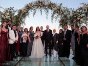 厄齊爾婚禮合照被調侃:這時候你也要躲在人墻后面?