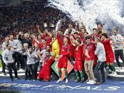 图集:C罗捧杯,葡萄牙全队庆祝首届欧国联夺冠