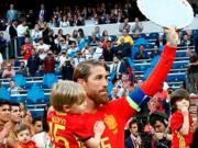 向传奇致敬,西班牙队友列队欢迎拉莫斯进场