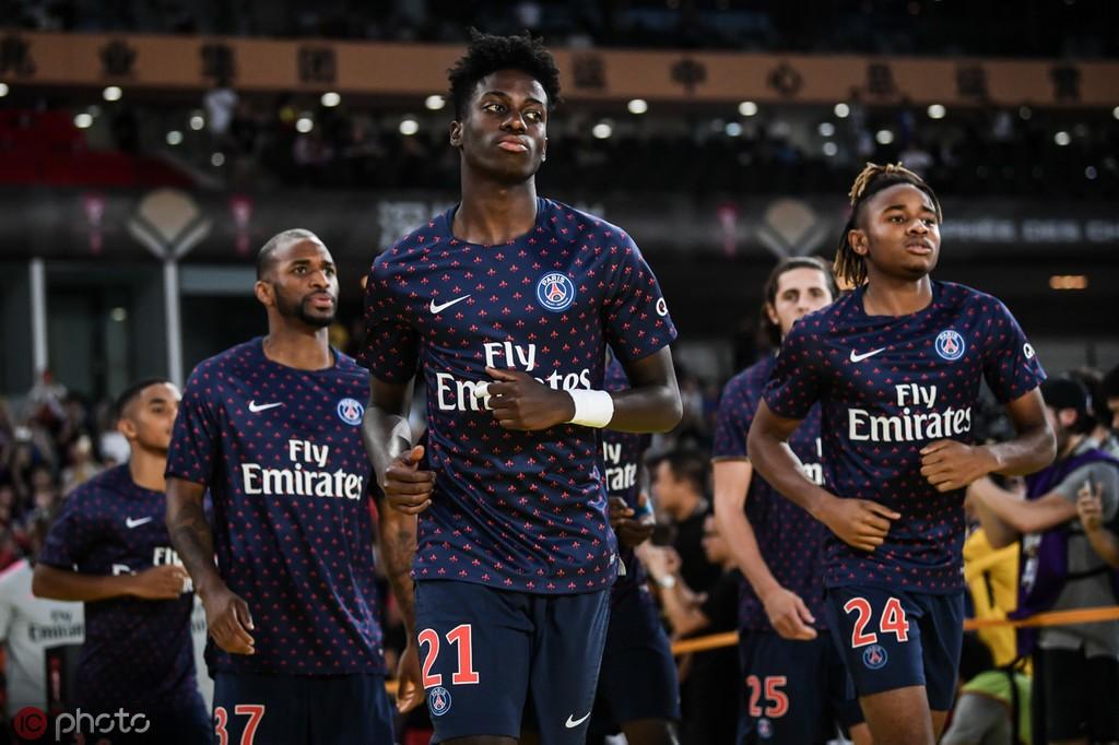 每体:巴黎圣日耳曼希望出售迪亚比和维阿来资助德利赫特转会