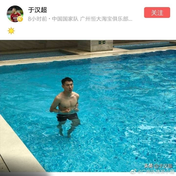 手术后积极恢复,于汉超晒游泳池锻炼照