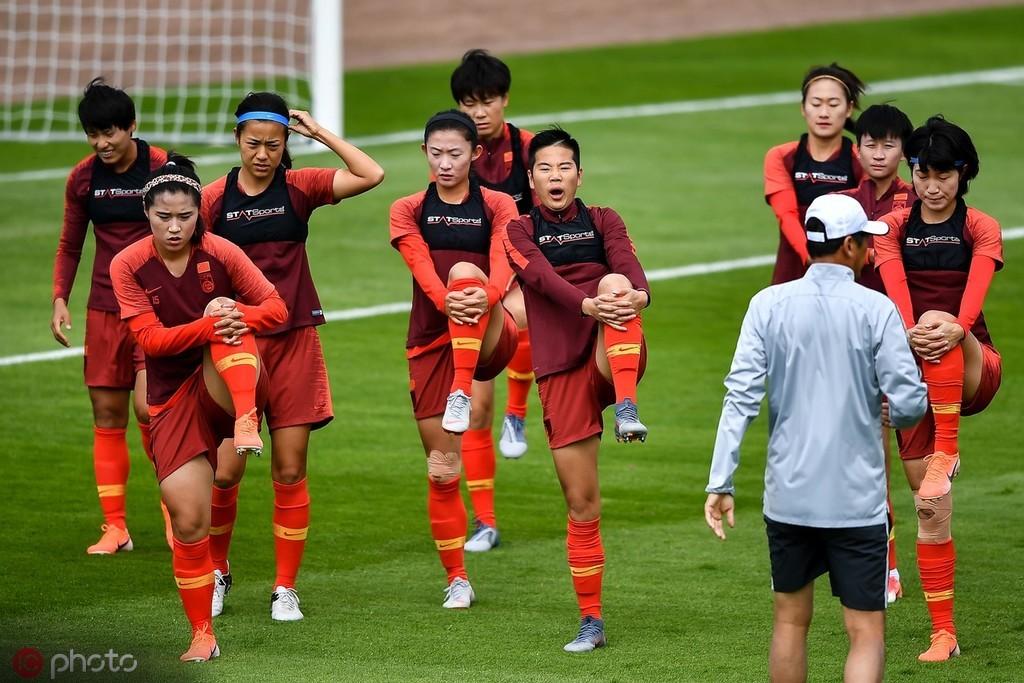 中国女足坐专机前往蒙彼利埃,准备迎战意大利