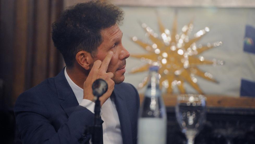 获得布宜诺斯艾利斯杰出体育人物,西蒙尼激动落泪