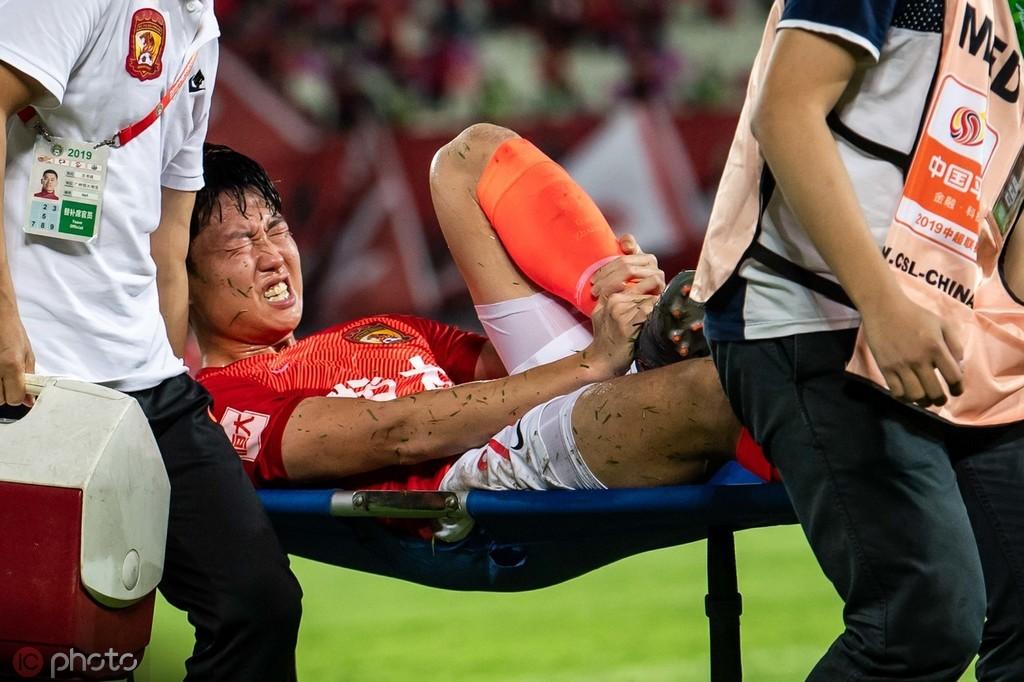 记者:高准翼脚踝有些扭伤,亚冠能否上场看恢复情况