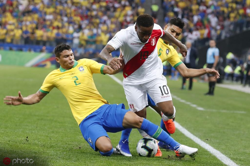 官方:膝盖受伤,秘鲁国脚法尔范提前告别美洲杯