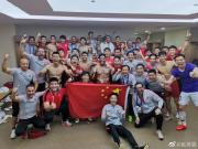 上港全队更衣室庆祝:国旗前排亮相,胡尔克等人晒肌肉