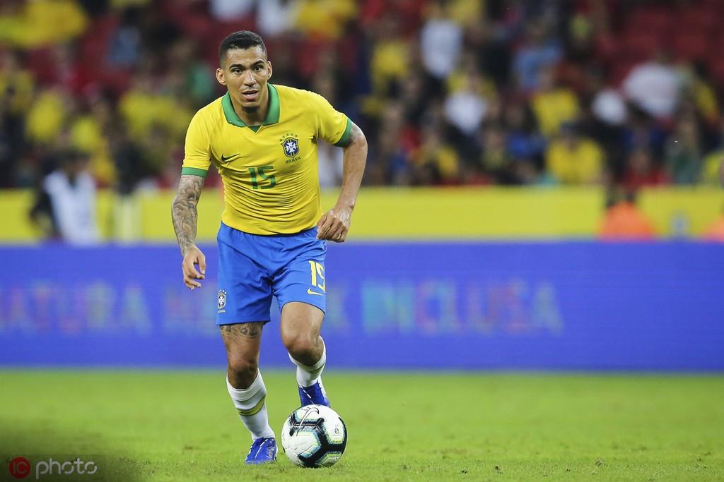 蒂特:费尔南迪尼奥伤缺,阿兰将顶替卡塞米罗首发出战巴拉圭
