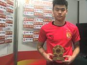 杨立瑜颁奖&专访:自己需要在高质量的比赛中得到提高