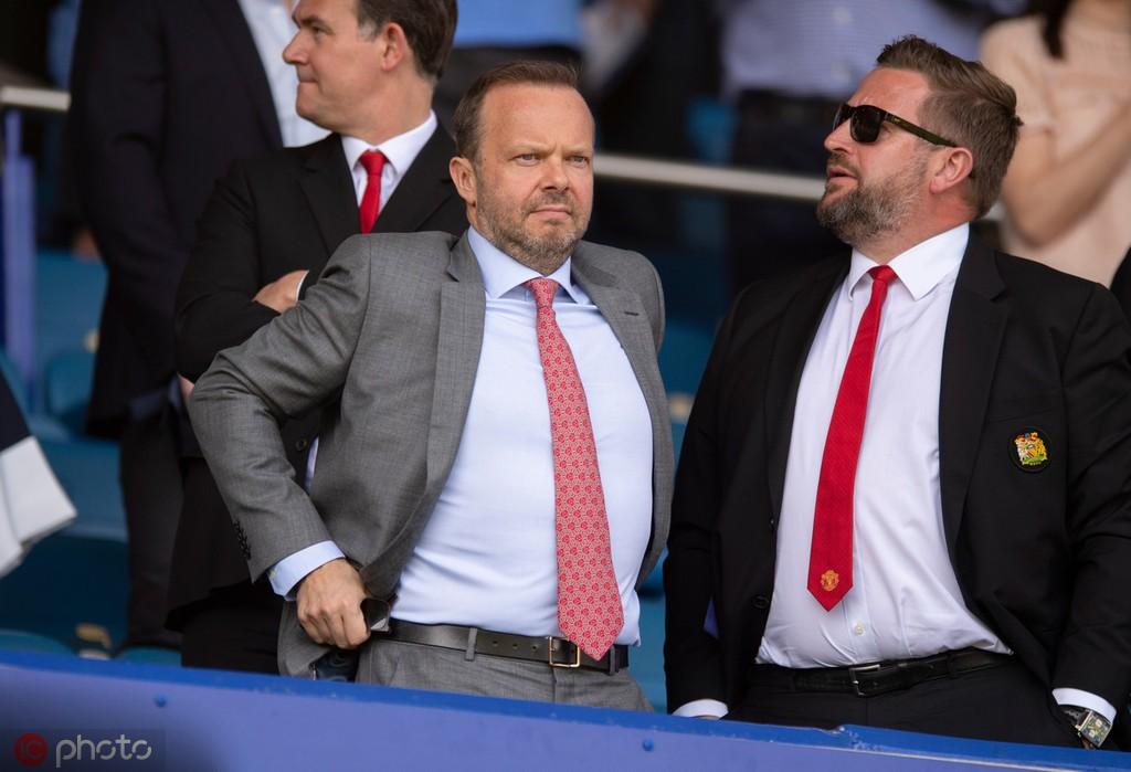 曼晚:在继续引援之前,格雷泽要求伍德沃德出售曼联的冗员