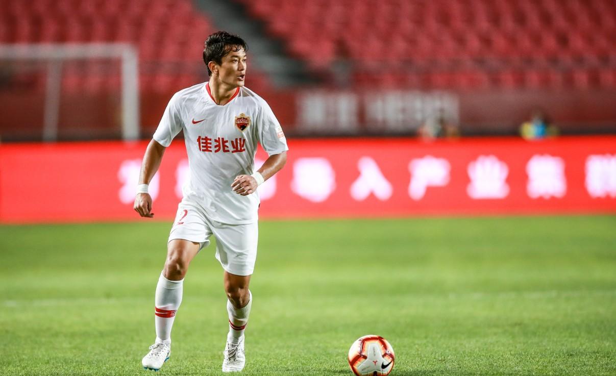 深足小将叶力江-什那尔首秀,成为首位踢中超的哈萨克族球员