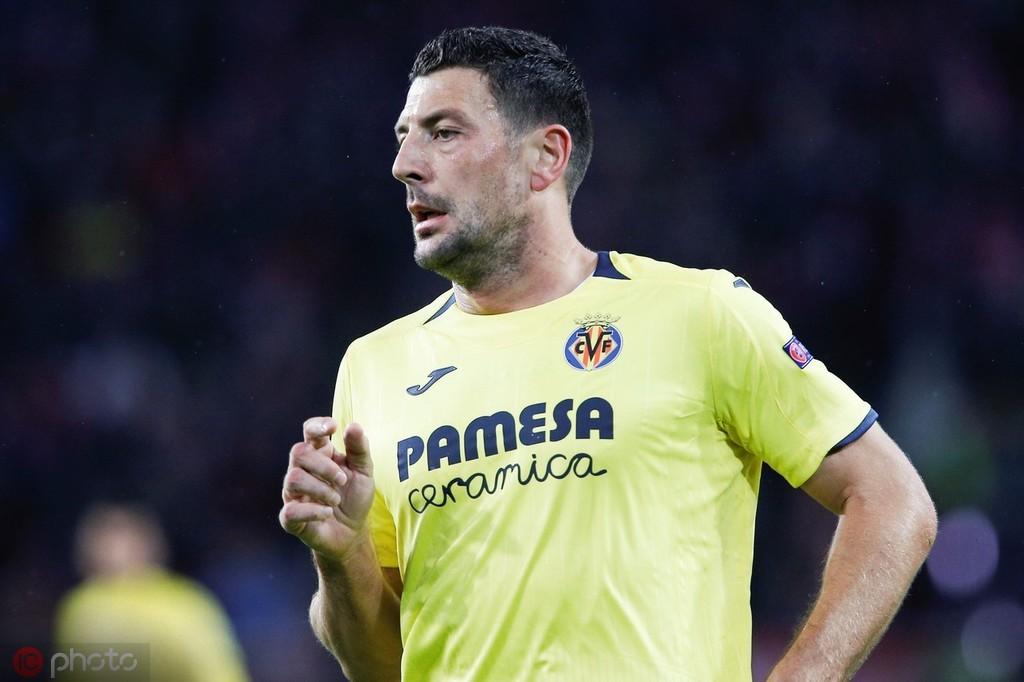 决定退役并返回米兰当教练,博内拉发文感谢比利亚雷亚尔