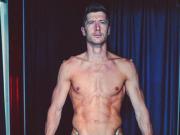 完美身材,莱万参加新赛季体检大秀肌肉