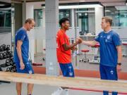 拜仁全队集合开始季前训练营,小将戴维斯因参加金杯赛缺席