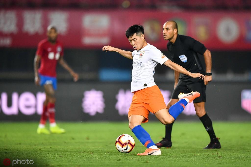 左脚远射世界波破门,山东小将段刘愚打入职业生涯首粒进球