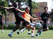 皇马官方更新球队训练动态,莫德里奇回归
