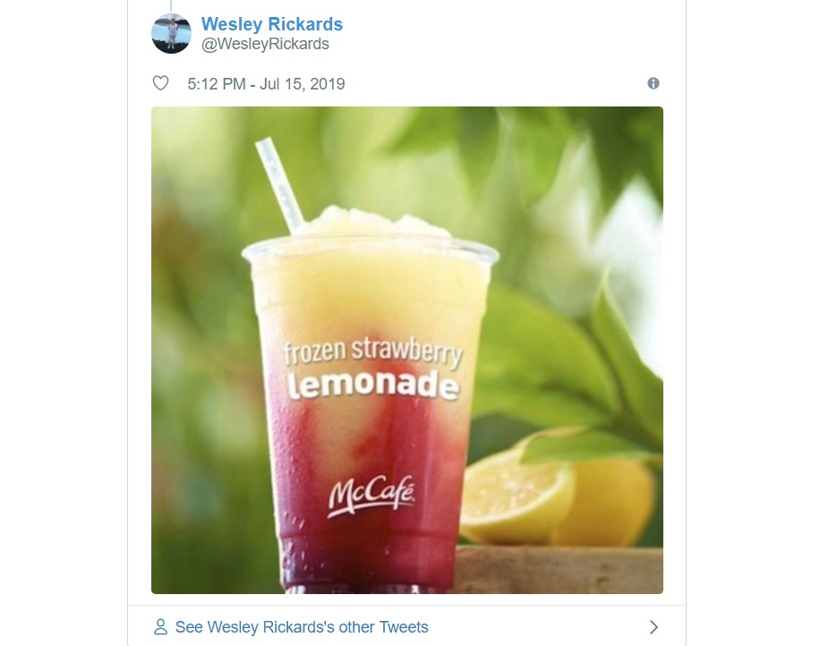 外国网友吐槽曼城第三球衣:像草莓柠檬冰沙和水果冰棒