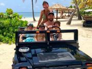 享受假期,梅西Ins晒出一家人度假合照