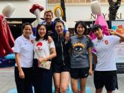 女足6人一同游览武汉,队长吴海燕微博晒合影