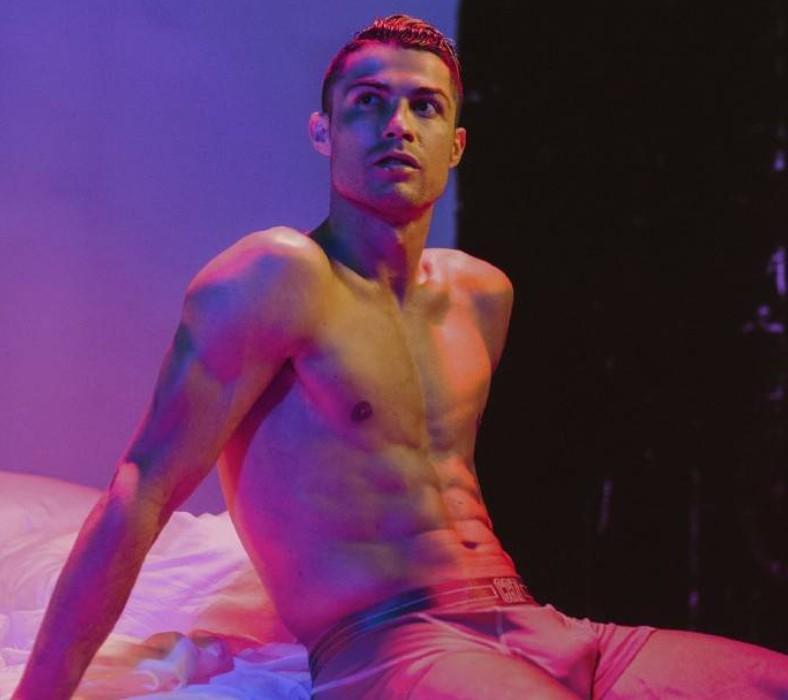 福利!C罗拍摄最新内裤广告,完美腹肌尽显男人本色