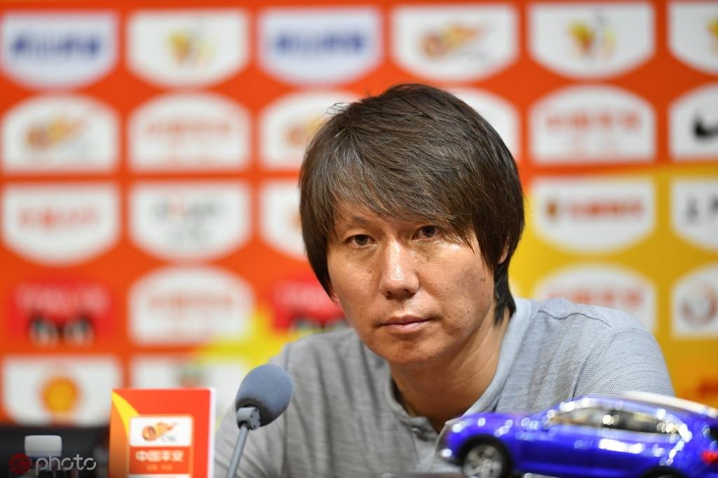 李铁:比赛的转折点在于红牌,遗憾未能取得胜利