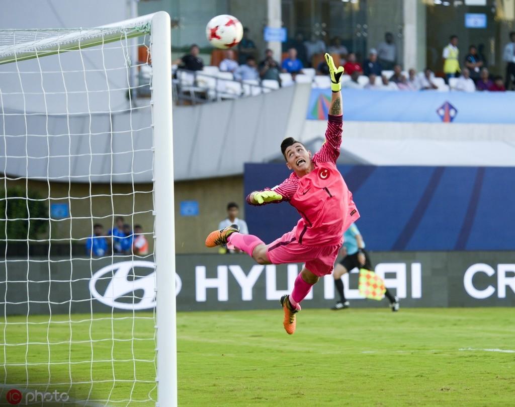 Goal:利物浦和曼城等队在关注费内巴切门将厄泽尔