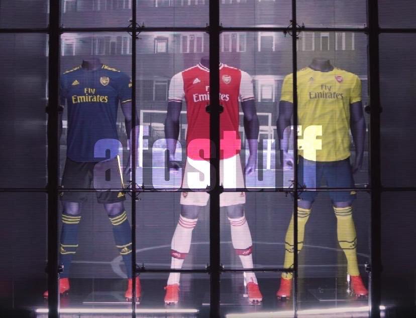 蓝底搭配金色条纹,阿森纳新赛季第二客场球衣曝光