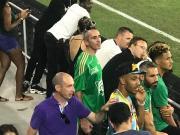即将官宣?拉卡泽特、奥巴梅扬、萨利巴共同看比赛
