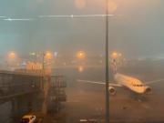 突降暴雨致上港将士滞留机场,颜骏凌发布现场视频