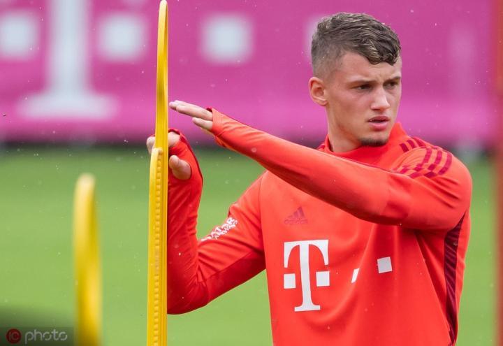 屈桑斯:有法甲的顶级球队想要我,但拜仁会改变我的职业生涯