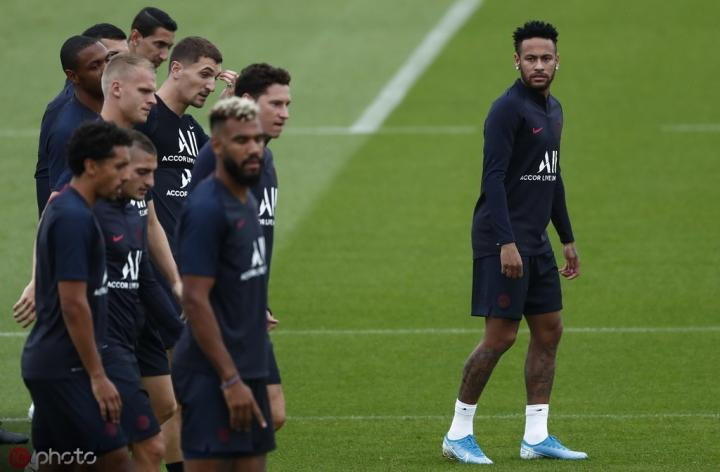 萨拉维亚:内马尔在巴黎很开心;如果离队他更可能去巴萨