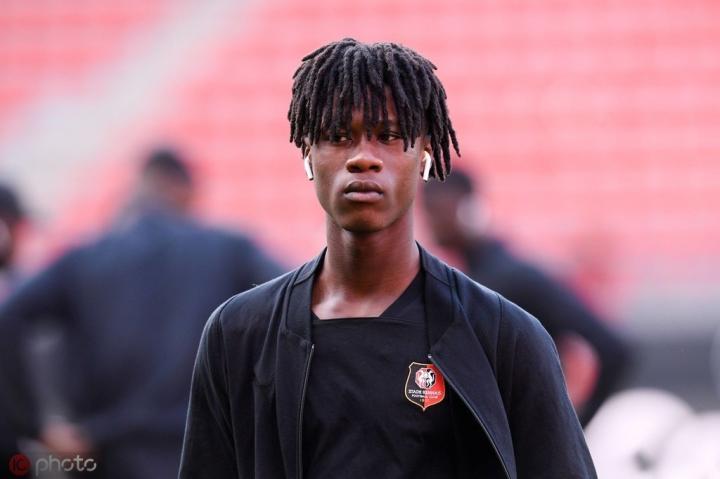 队报:阿森纳和热刺今夏未能引进雷恩16岁新星卡马文加