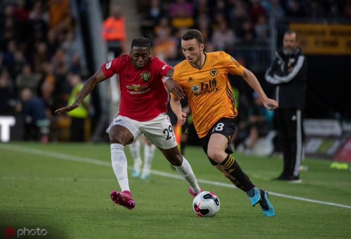 万-比萨卡:我爱铲球;要把在曼联英超首秀中穿的球衣裱起来