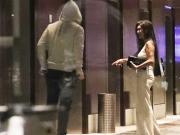 太阳报:鲁尼和队友去夜店狂欢,深夜和神秘女子一起走进酒店