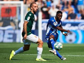 半场战报:阿拉维斯0-0西班牙人,武磊替补待命暂未登场
