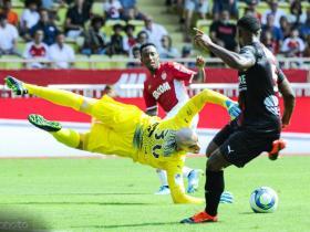 十人摩纳哥2-2尼姆,开局三轮仅1分,本耶德尔处子球